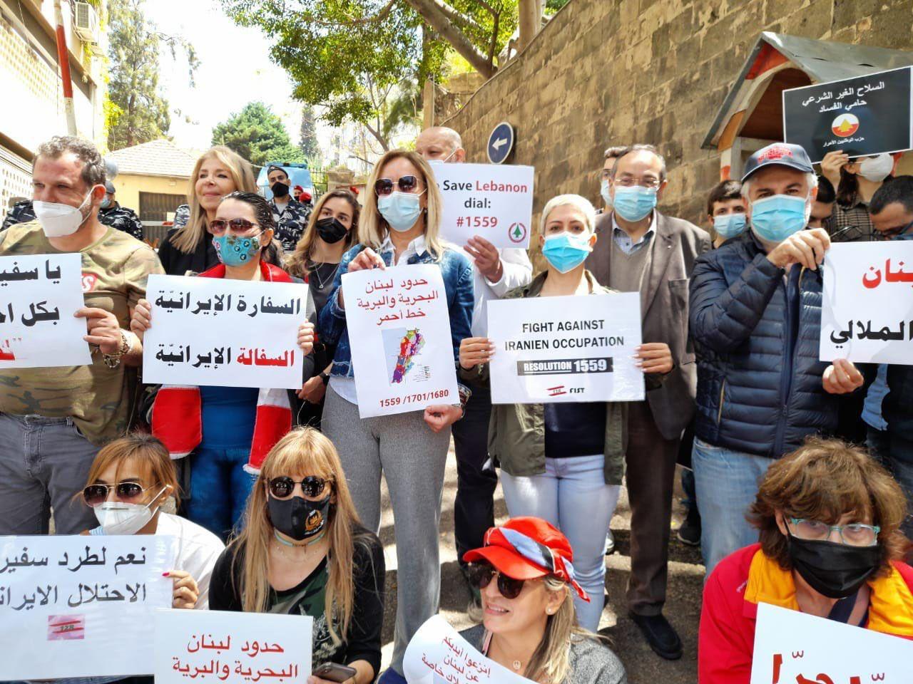 """مجموعات من """"الحراك المدني"""" تطالب بقطع العلاقات مع إيران وطرد سفيرها من لبنان"""