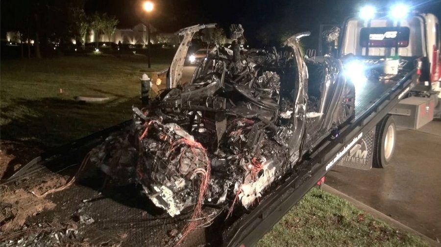بعد مقتل شخصين إثر حادث لسيارة تسلا.. ماذا قال إيلون ماسك؟