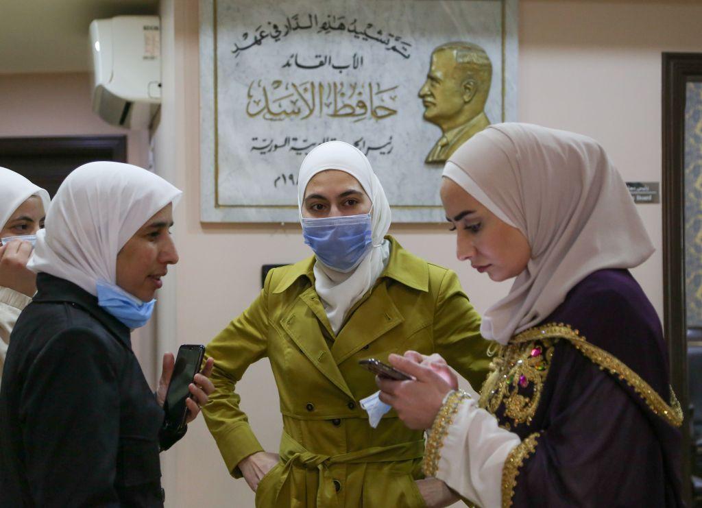 بعد عامين من النجاح.. مشروع أفنان يوظف النساء في صنع زينة وحلويات رمضان في سوريا