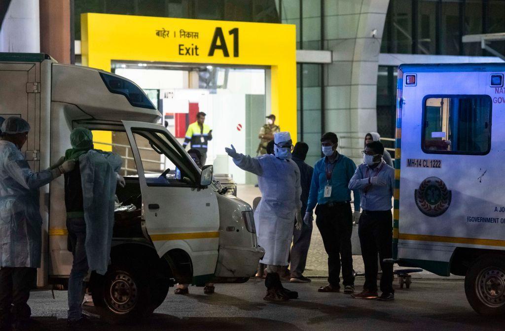 سجن وغرامة ضخمة.. أستراليا تعاقب من يعود من الهند