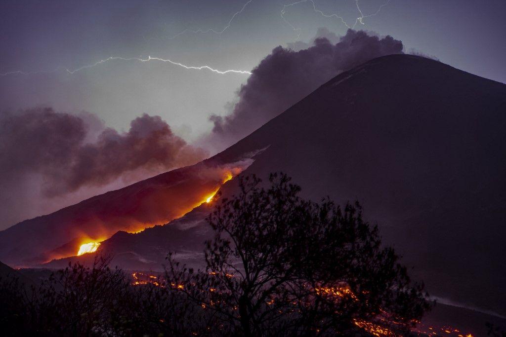 غواتيمالا.. لقطات مذهلة لثوران بركان باكايا