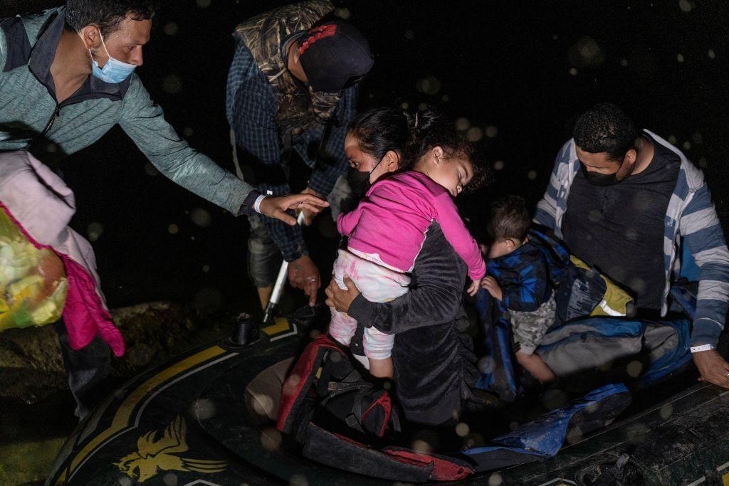 محاولات من الحكومة الأمريكية لمساعدة طالبي اللجوء من المكسيك إلى الولايات المتحدة
