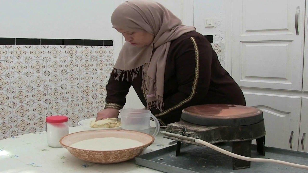 """""""الملسوقة"""" تغني طاولات الإفطار في القيروان بتونس وتوفر موردًا ماليًا للنساء"""