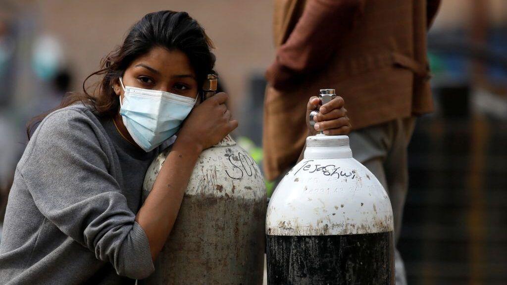 الهند تمدد الإغلاق بسبب فيروس كورونا والإصابات تفوق 300 ألف خلال 24 ساعة