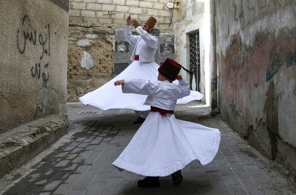 عائلة دمشقية تحافظ على تراث الرقص المولوي الصوفي