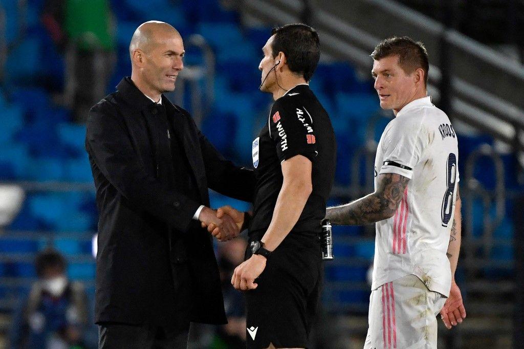 زيدان يثير الجدل حول مستقبله مع ريال مدريد