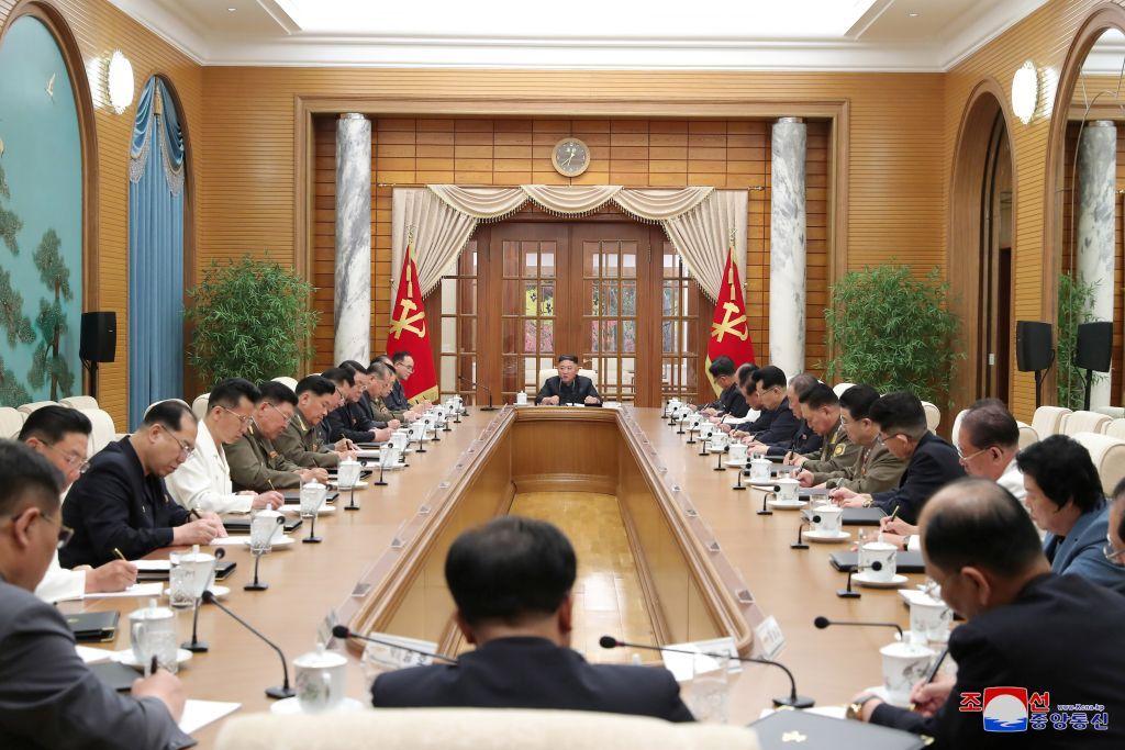 بعد شهر من الغياب.. زعيم كوريا الشمالية يظهر ويدعو لعقد اجتماع