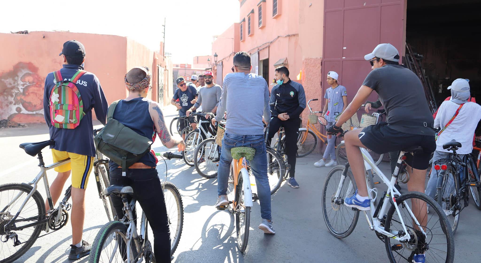 شباب يطوفون مراكش على الدراجة الهوائية