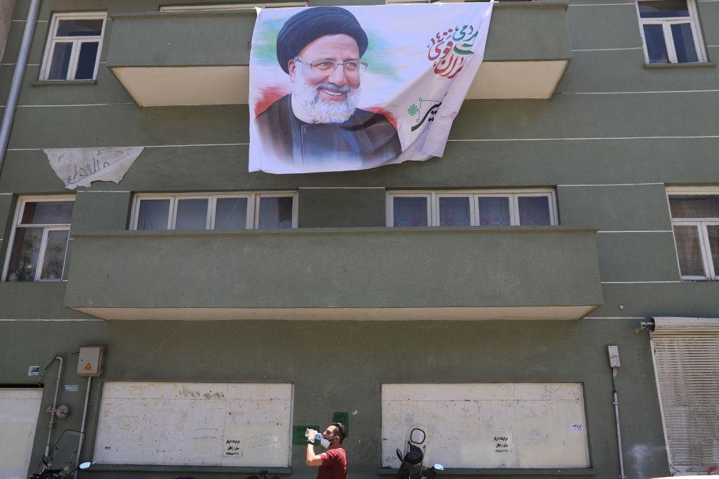 """ضحايا التعذيب في إيران يتحدثون عن دور إبراهيم رئيسي في """"اللحظات المرعبة"""""""
