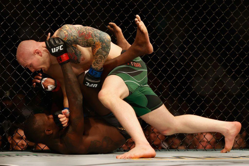 """أبرز اللقطات من نزال إسرائيل اديسانيا ومارفين فيتوري ضمن عرض """"UFC263"""""""