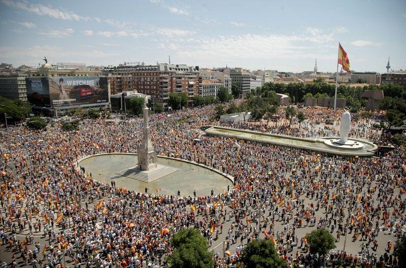 احتجاجات مدريد: الآلاف يتظاهرون ضد العفو الكتالوني