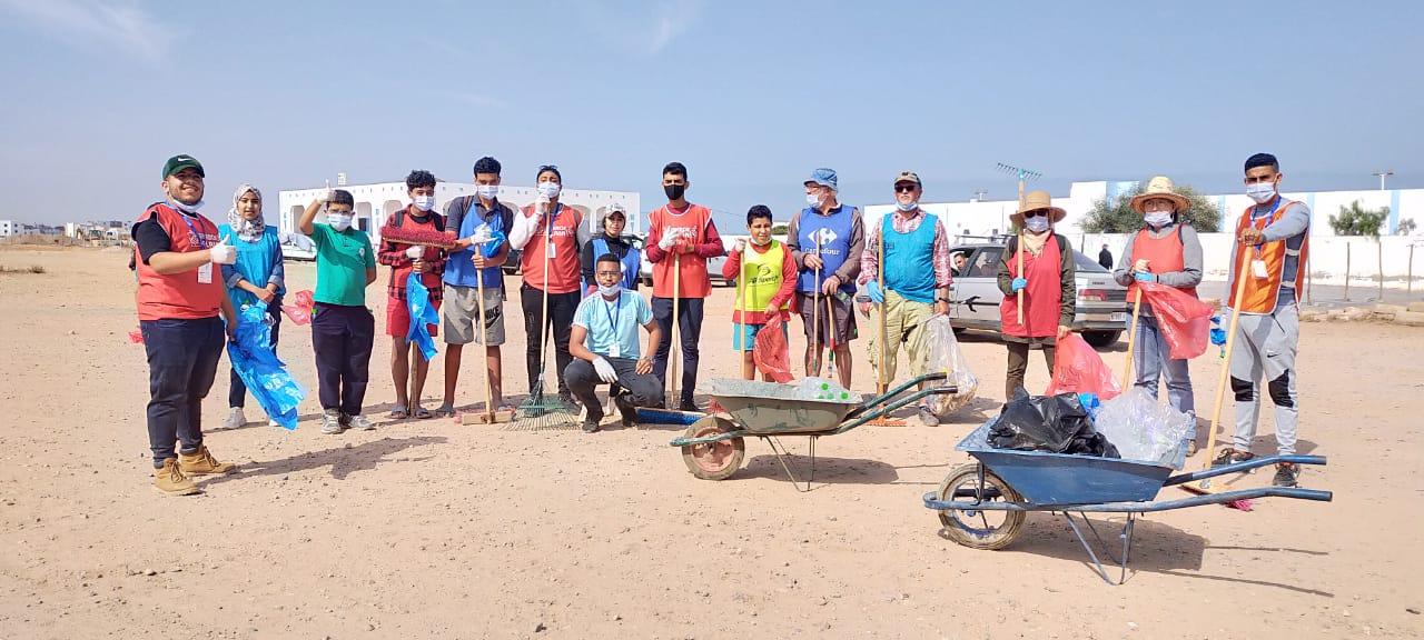 متطوعون في حملة بيئية في ميرللفت بالمغرب