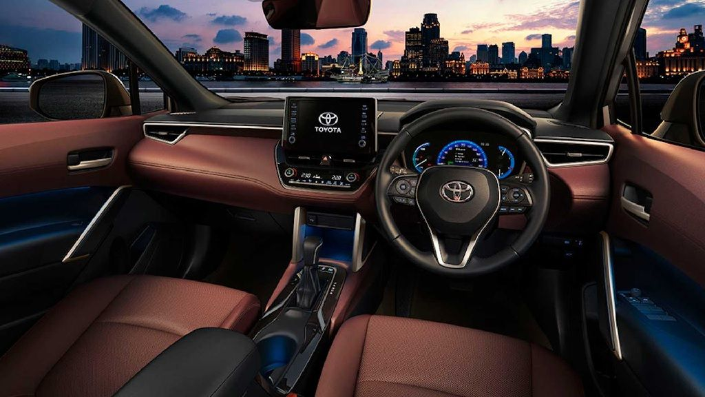 تويوتا كورولا كروس 2022 السيارة الشهيرة تفاجىء الجميع و تنتقل إلى عالم سيارات الدفع الرباعي
