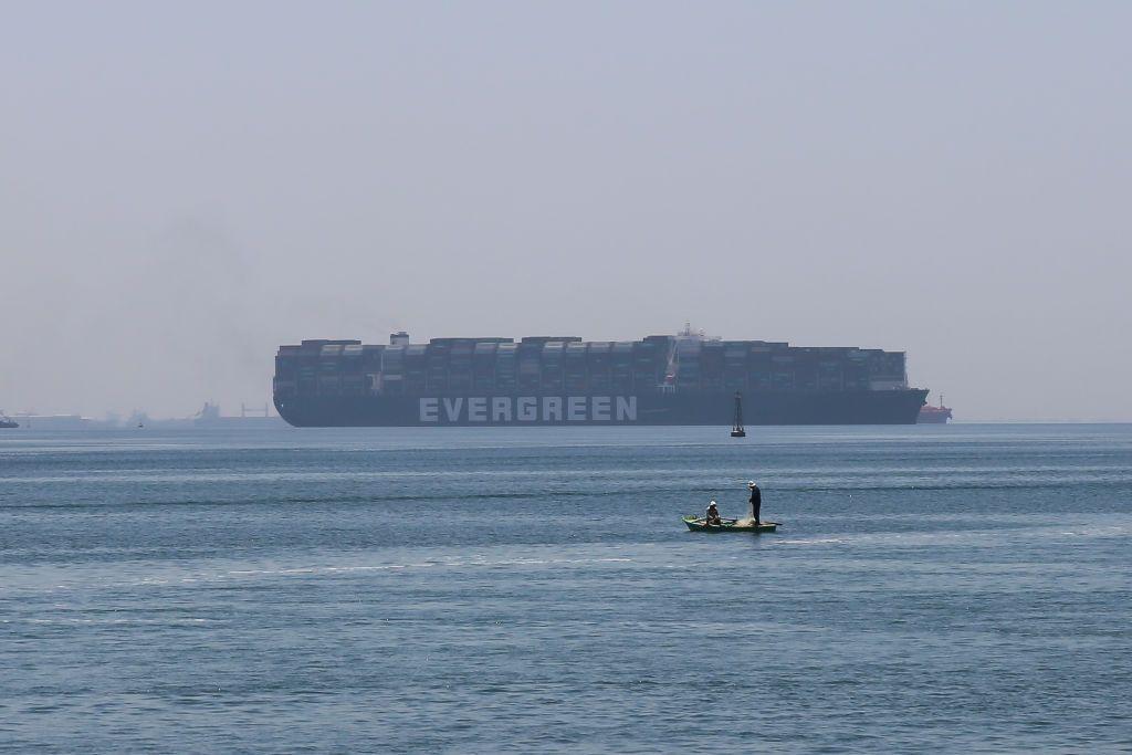 """بعد تسوية سرية.. سفينة """"إيفر غيفن"""" تودع قناة السويس وتعويض مادي لمصر"""