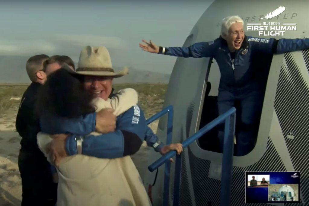 نجاح تاريخي لرحلة الملياردير الأمريكي جيف بيزوس إلى الفضاء