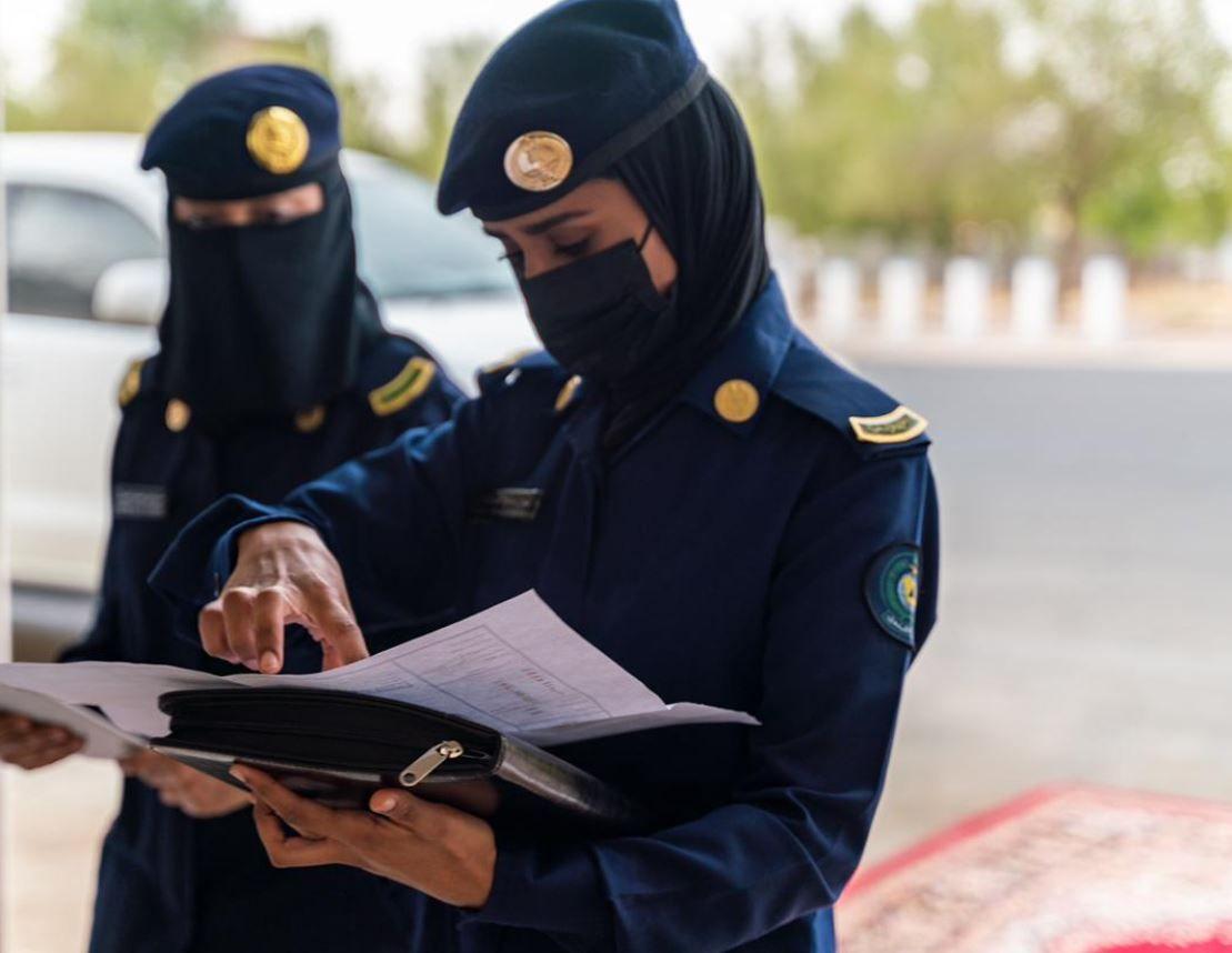 الحجاج في المسجد الحرام لطواف الوداع والمشاركات النسائية تسجل حضورها في تنظيم الحج