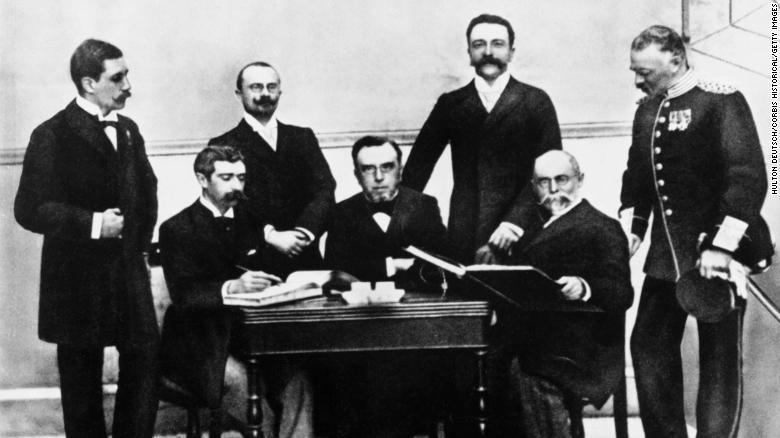 أول اجتماع للجنة الأولمبية الدولية عام 1896 - سي إن إن