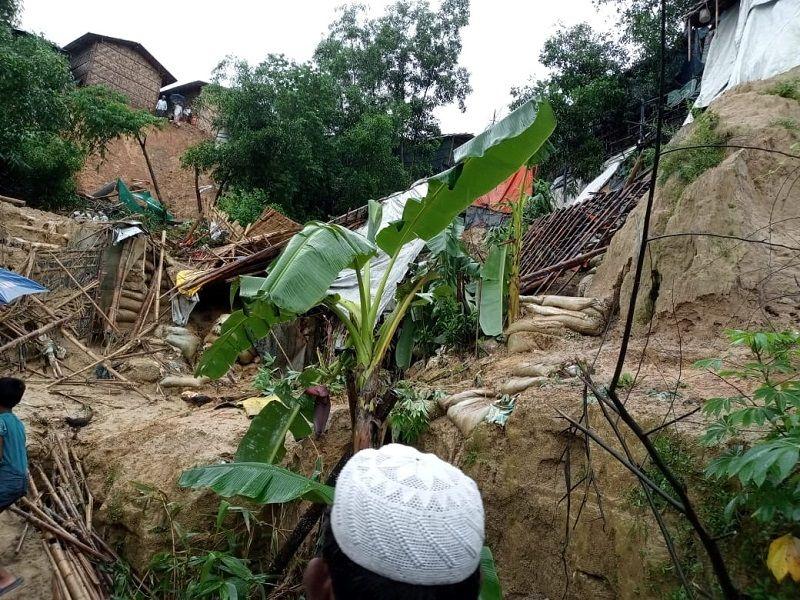 الفيضانات تودي بحياة 20 شخصاً وتعزل 300 ألف في بنغلادش