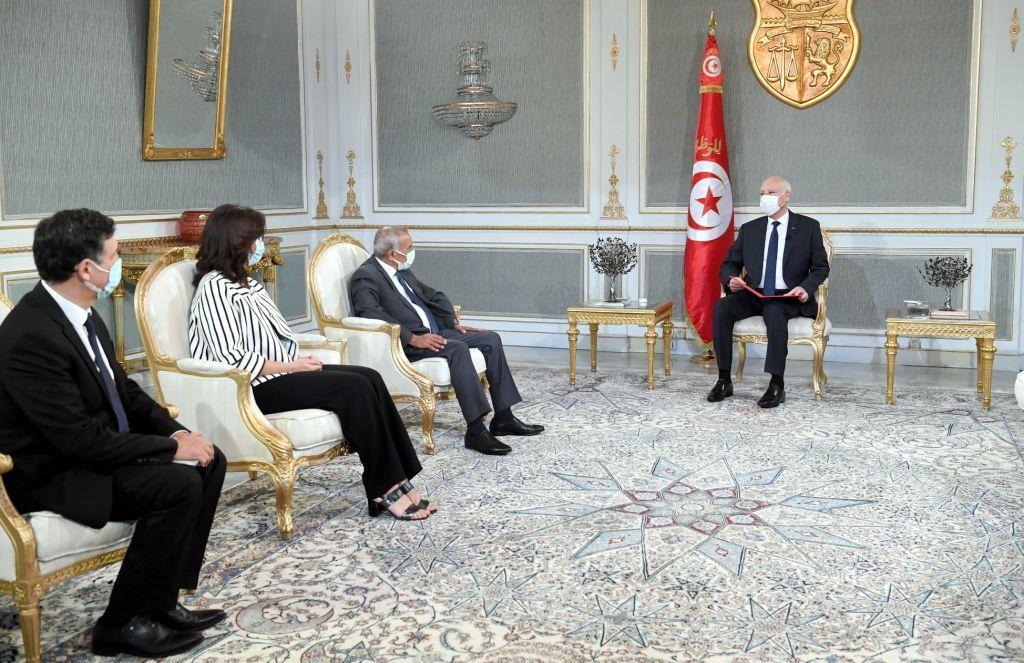 """تونس.. ماذا لو ثبتت صحة """"العقود المشبوهة""""وما مسؤولية اتحاد الشغل بهذه المرحلة؟"""
