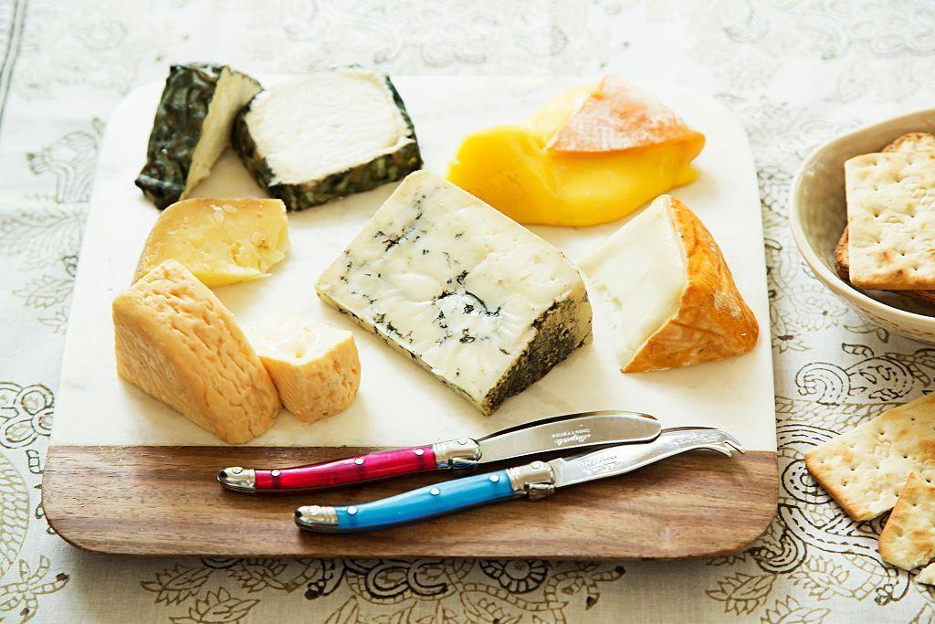 تعد منتجات الألبان مصدرا رئيسيا لفيتامين ب 12