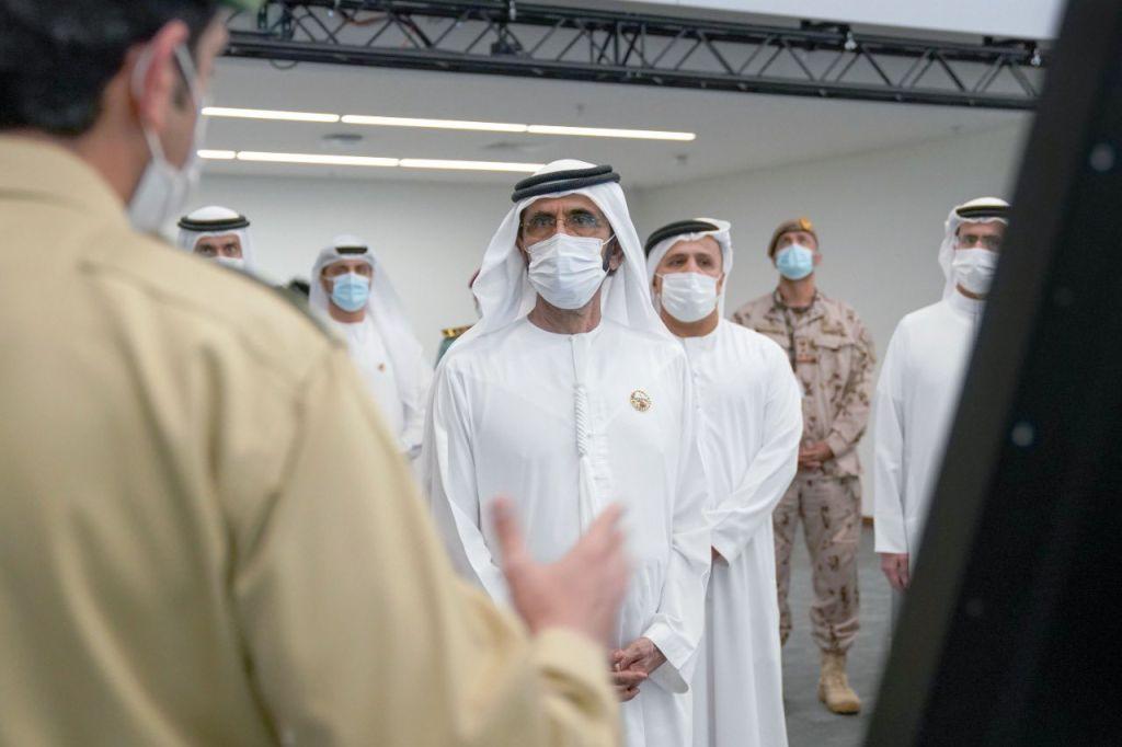 محمد بن راشد يزور غرفة عمليات إكسبو 2020 دبي ويشيد بجهود جميع الجهات المعنية