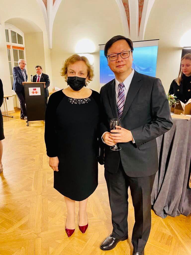 مسؤولة ليتوانية رفيعة المستوى ترفع سقف التحدي مع الصين إلى أعلى مستوياته