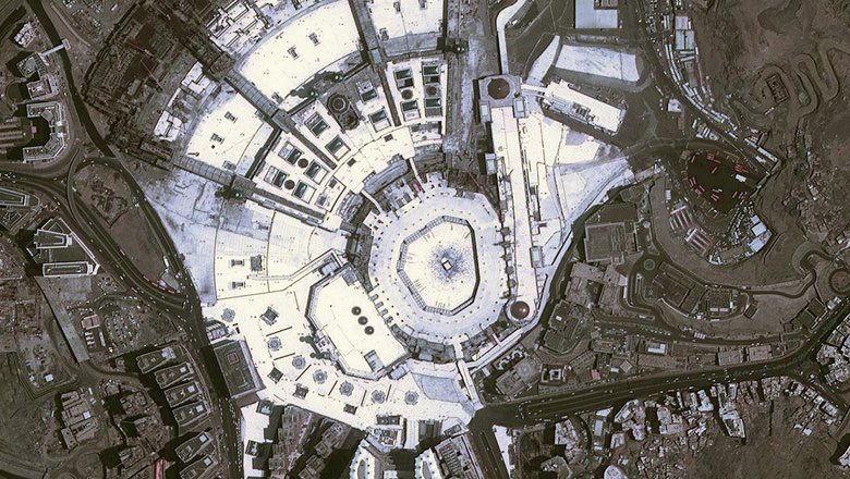 صورة فضائية عالية الدقة للحرم المكي كيف إلتقطت