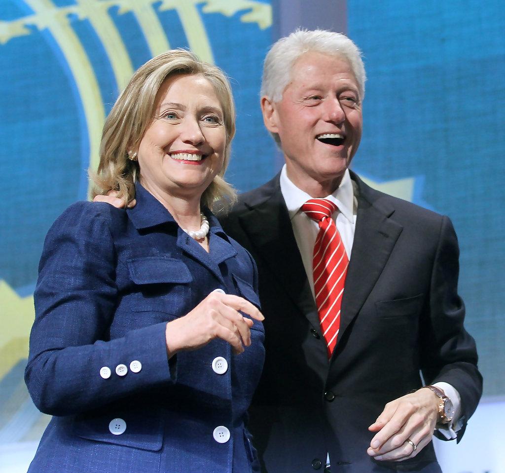 نتيجة بحث الصور عن كلينتون وزوجته هيلاري